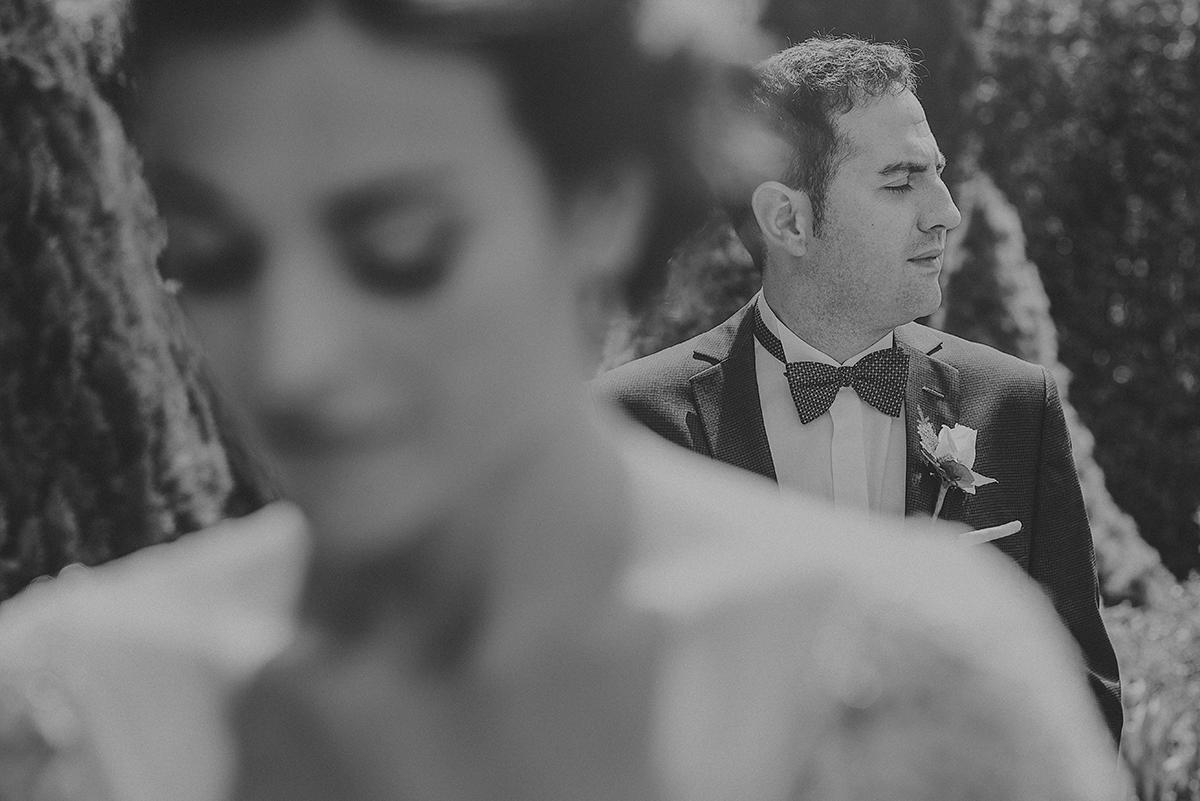 novio con pajarita,fotografo de bodas en San Sebastian